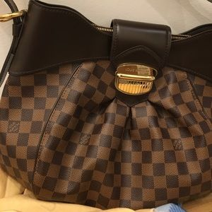 Lv shoulder bag (Berkeley) I have original receipt